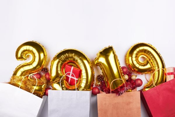 retail shopping bags with 2019 gold balloons and holiday decor